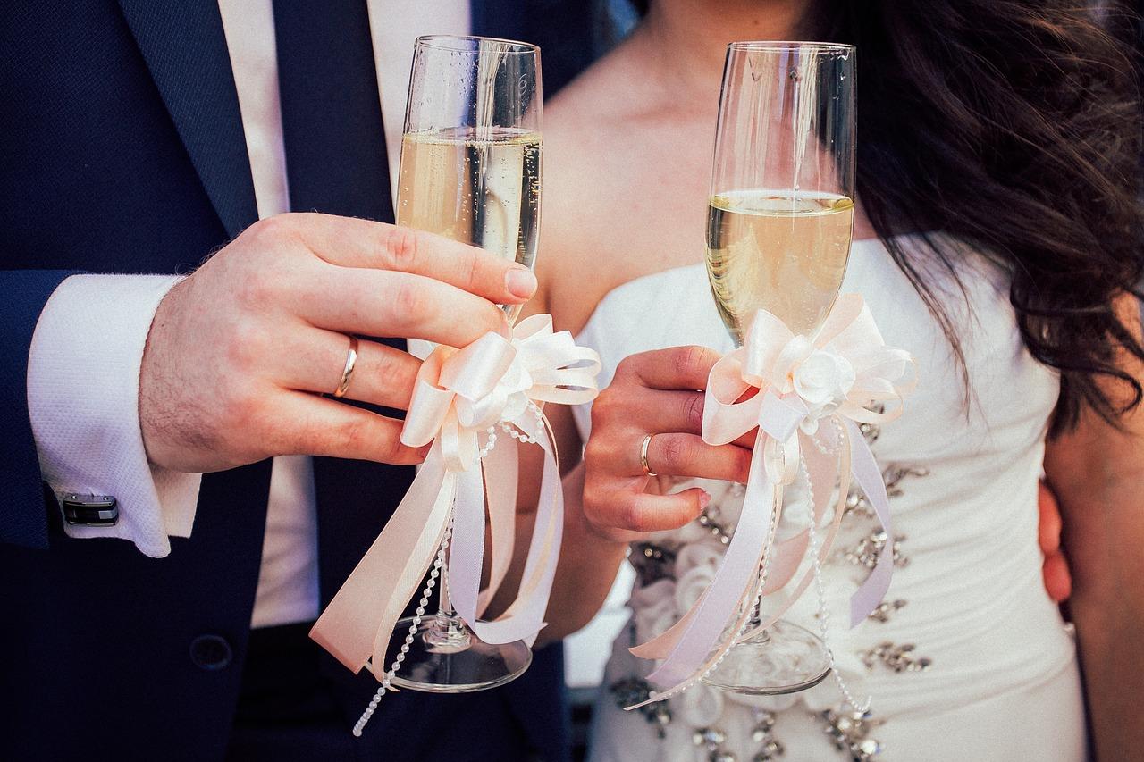Faut-il louer une voiture de luxe pour célébrer un beau mariage à Nice ?